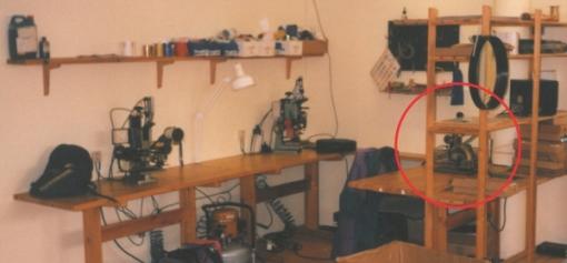 Bildet er fra varmepreg-trykkelinjene våre ca 1995. Den første pregemaskinen skimtes så vidt til høyre. De to andre ble brukt på Mirage kulepenner og gikk på trykkluft.