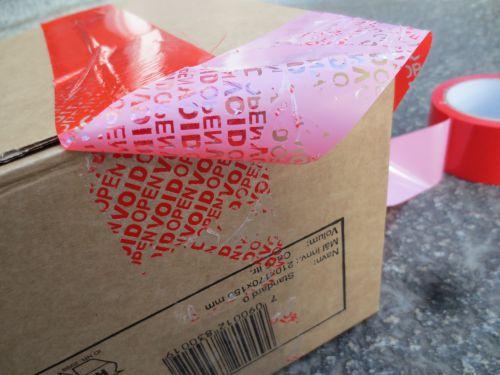 Pakketape som avslører at tape har vært løsnet/ fjernet.